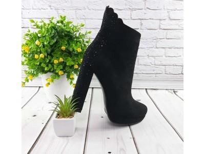 Женские ботинки на каблуке весенние черные KF0544