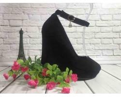 Женские туфли на танкетке закрытые черные KF0536