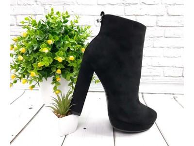 Ботинки/ботильоны  женские Liici на каблуке черные Li0021